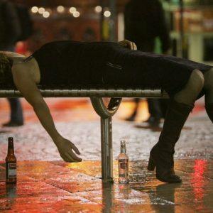 Reportan unos 32 muertos tras tomar alcohol adulterado en Rusia