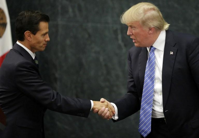 Enrique Peña Nieto y Donald Trump estrechan manos