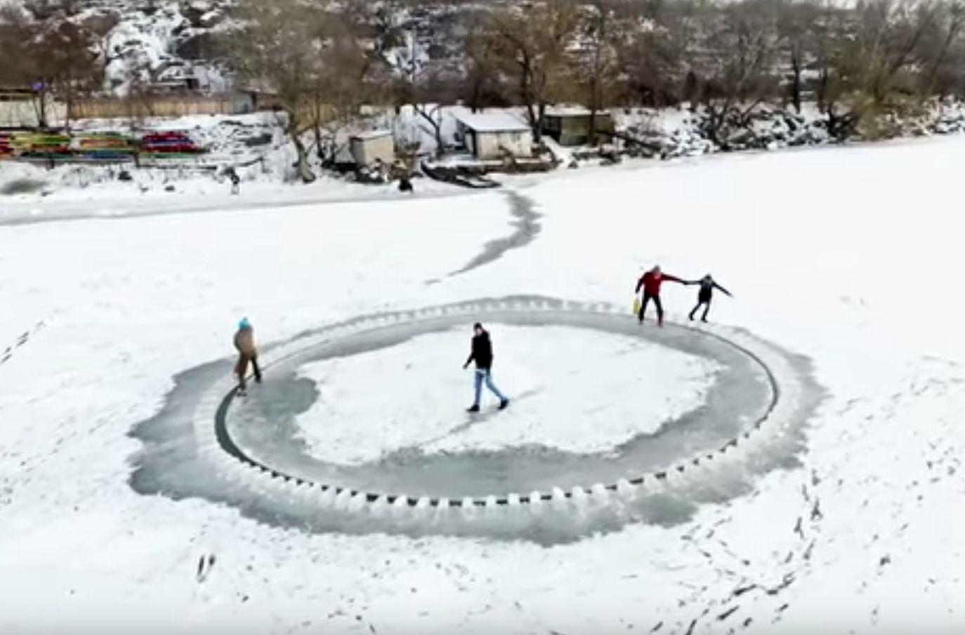 Carrusel de hielo en Ucrania