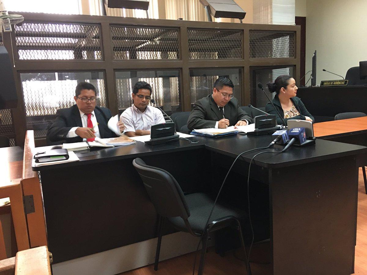 Juez notifica a José Gil y a Monica Jauregui que deben volver a prisión.