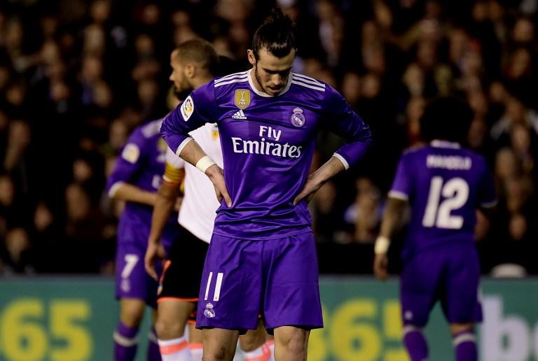 Gareth Bale se lamenta en Mestalla