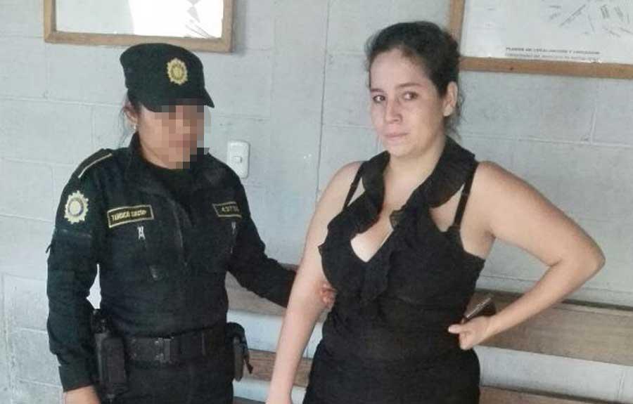 Mujer detenida en Poptún, Petén