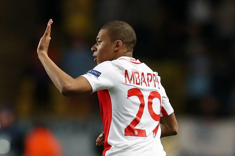 Kylian Mbappe celebra un gol con el Mónaco