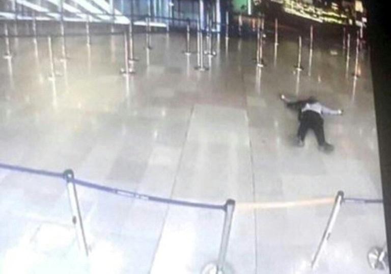 Atacante abatido en aeropuerto de París