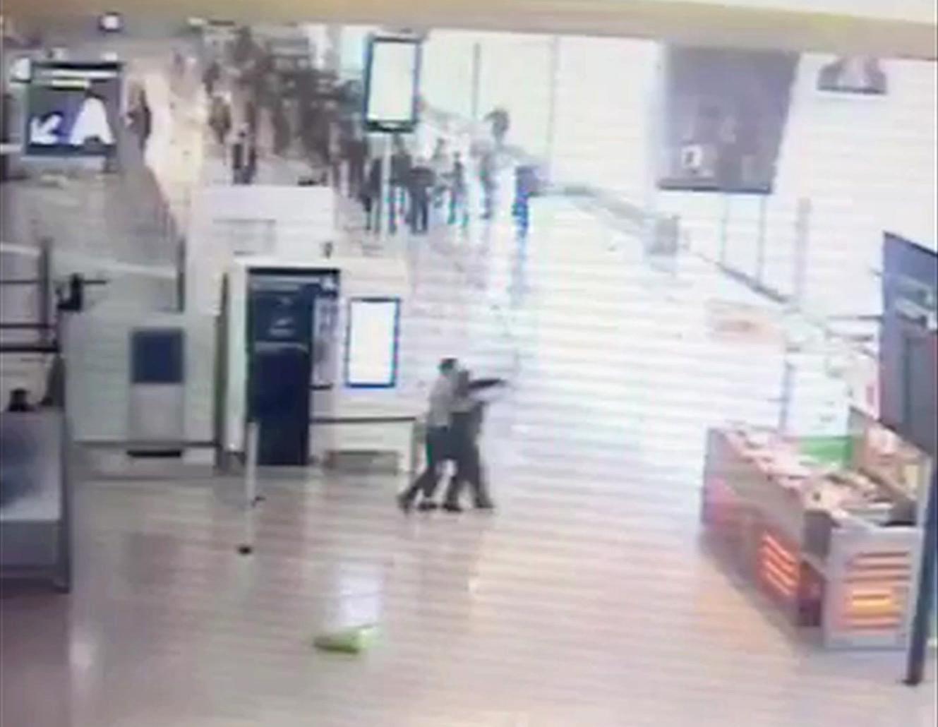 Momento del ataque al aeropuerto de Orly