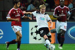 Frantisek Rajtoral en un partido contra el AC Milán