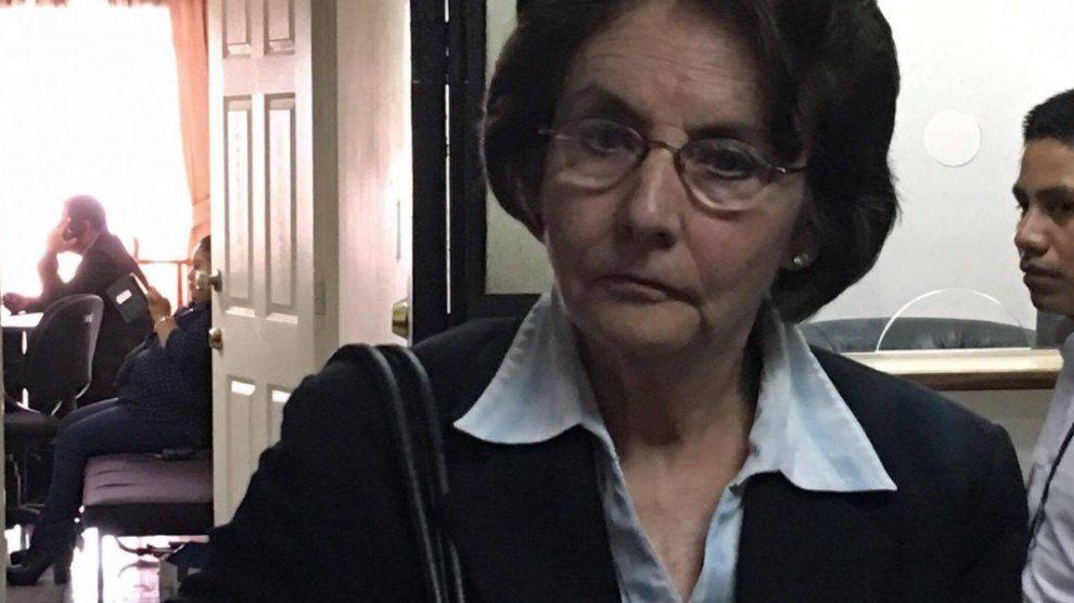 Beatriz Ofelia de León resolvería su situación jurídica.
