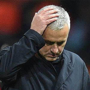 Tottenham anuncia el despido de José Mourinho