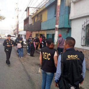 Autoridades realizan allanamiento contra la trata de personas.