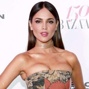 Eiza González posa en traje de baño de tanga y habla de su celulitis