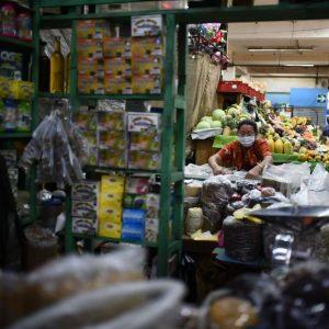 Restringen horarios en supermercados, centros comerciales y tiendas de barrio