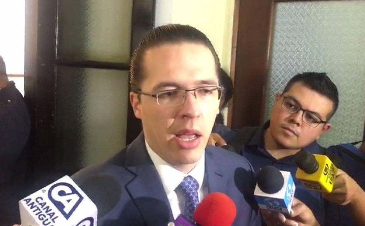 diputado Felipe Alejos