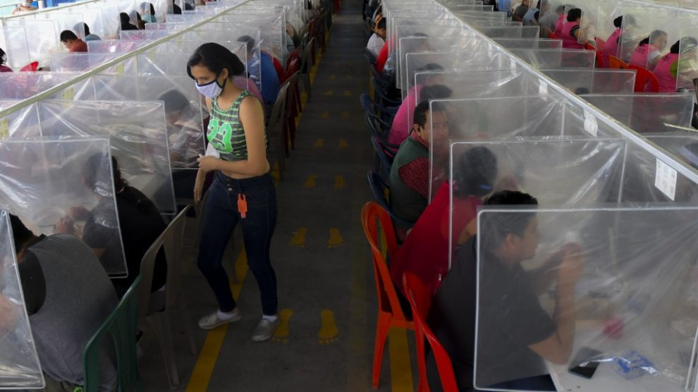 Maquila implementa estrictas medidas tras aumento de casos