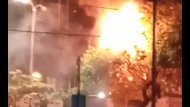 VIDEO | Se registra incendio en casa improvisada en un árbol de persona sin techo