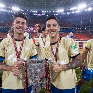 Zenit gana Copa de Rusia y sus jugadores botan el trofeo
