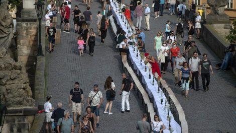 Banquete en puente de República Checa