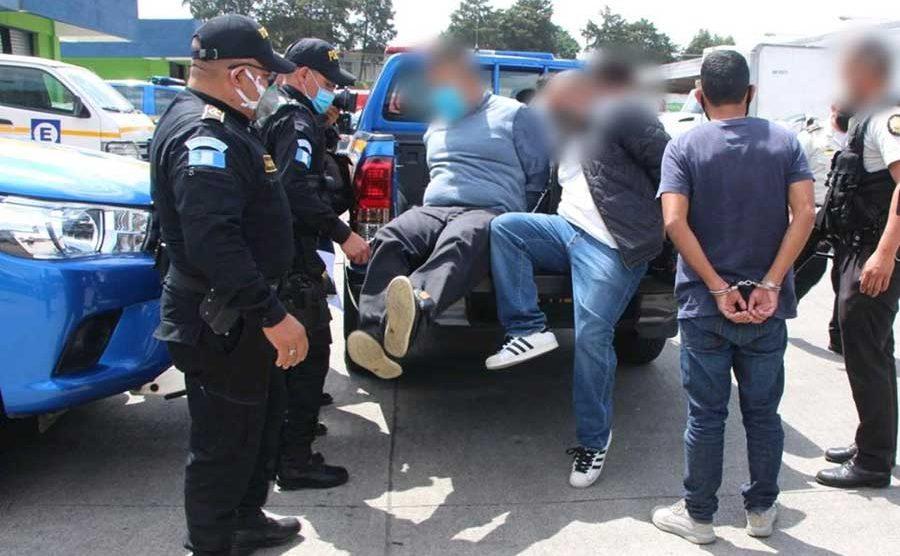 Supuestos robafurgones son detenidos