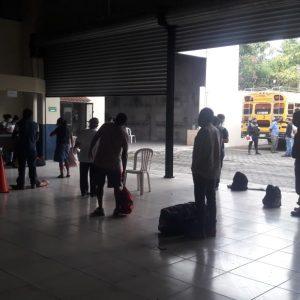 Retornan 56 guatemaltecos por vía terrestre desde México