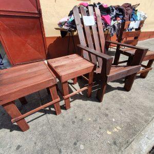 Personas en albergue aprenden a fabricar muebles