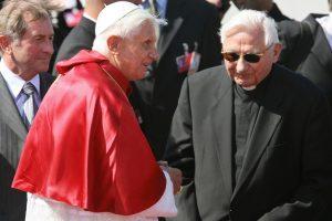 Papa emérito Benedicto XVI junto a su hermano Georg Ratzinger