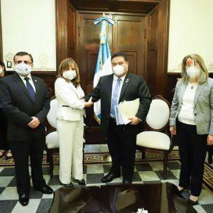 Silvia Valdés presenta paquete de iniciativas de ley