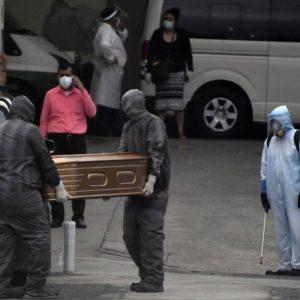 Trabajadores funerarios en Guatemala