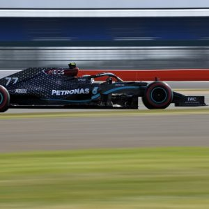 Bottas se lleva la pole del GP 70 aniversario de la F1