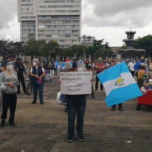 Guatemaltecos piden la renuncia de Giammattei