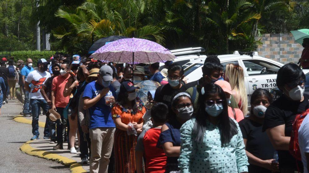 Familias acuden al zoológico La Aurora