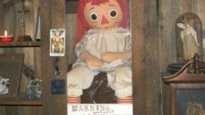 Muñeca Annabelle real en el museo de los Warren