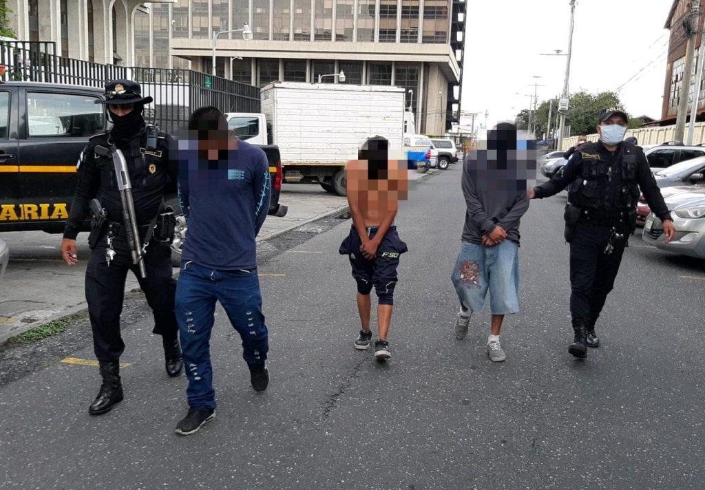 asaltantes capturados en zona 4 por robar arma a guardia
