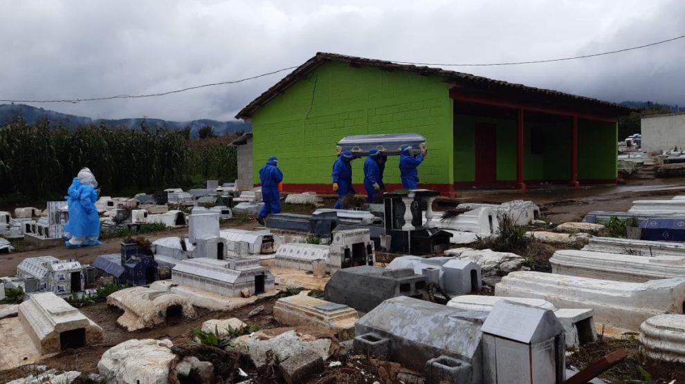 Entierros en Totonicapán. Foto: Cortesía