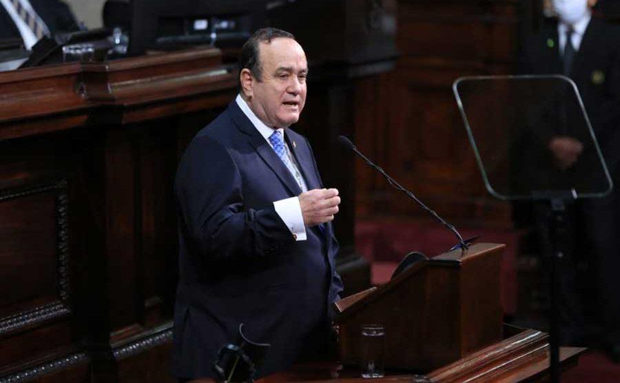 Alejandro Giammattei en el Congreso