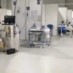 Denuncian falta de atención médica en el Hospital Temporal del Parque de la Industria.