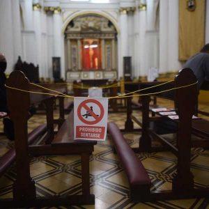 Iglesias con restricción