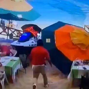 Accidente de moto acuática en playa de México