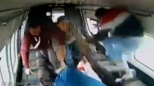 Golpean a ladrón de combi en México
