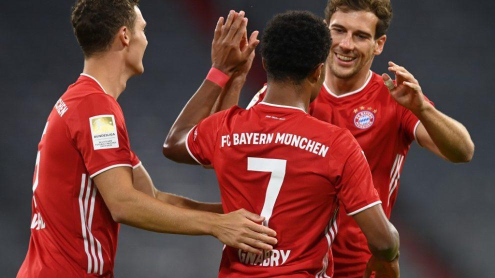 Gnabry marca un triplete en la victoria del Bayern frente al Schalke 04