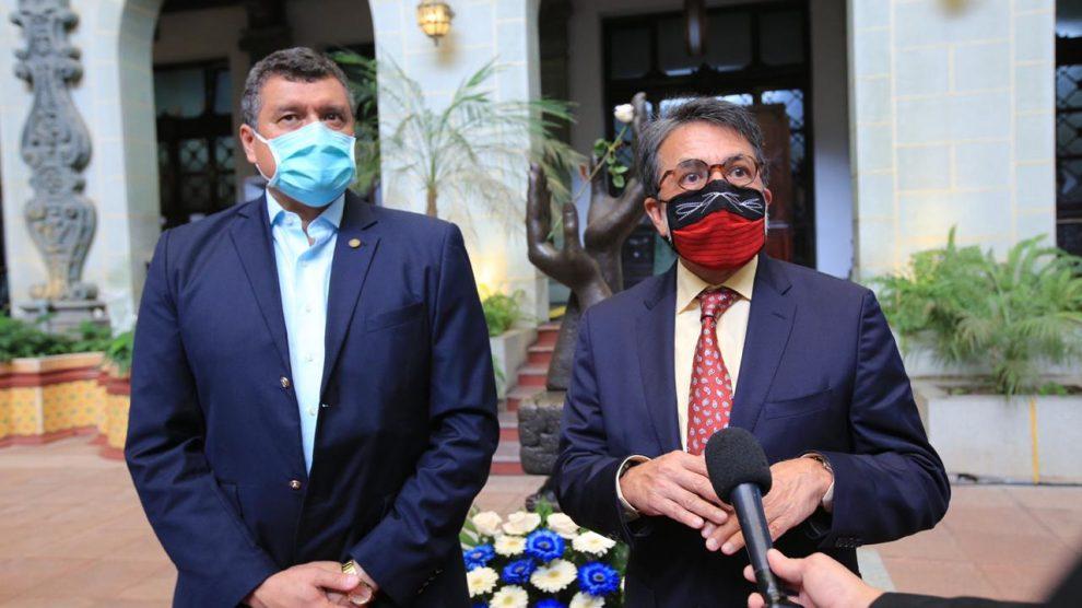 Guillermo Castillo, vicepresidente de Guatemala, y Luis Arreaga, embajador de Estados Unidos.