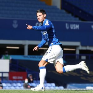 Everton gana y James Rodríguez anota