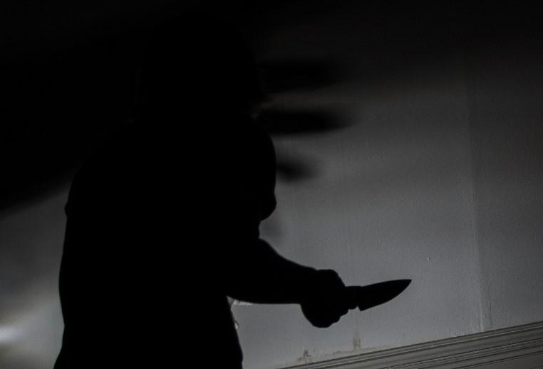 Delincuente con un cuchillo