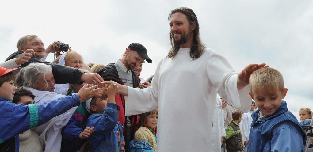 Arrestan a hombre que aseguraba ser la reencarnación de Jesucristo