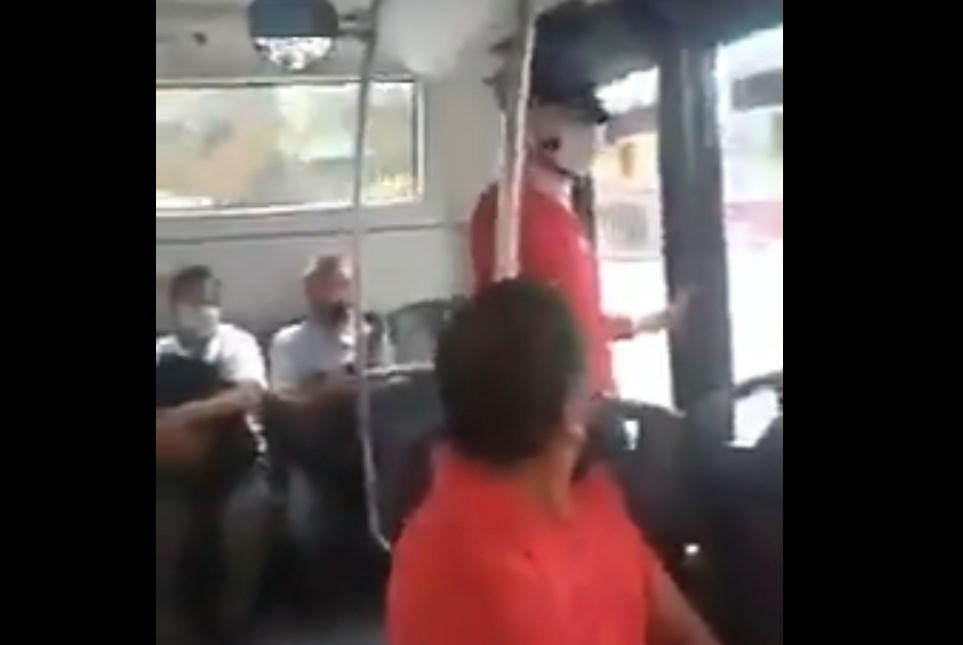 Pasajera graba a hombre que se masturbaba frente a su lado en un bus