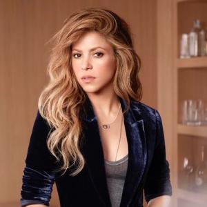 Shakira aparece en su primera portada de VOGUE luciendo espectacular