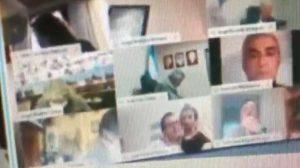 Diputado Juan Ameri le besa los pechos a su pareja en plena sesión virtual