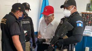 Autoridades informan los cargos al comandante César Montes.
