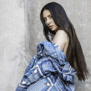 La Mala Rodríguez se levanta el vestido y enseña todo su booty en tanga