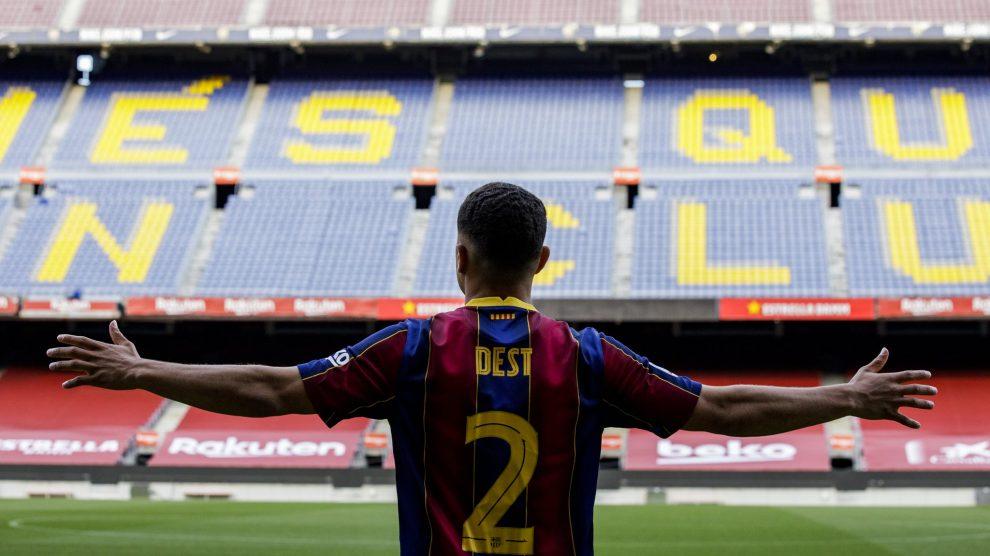 Sergiño Dest jugará en el Barcelona