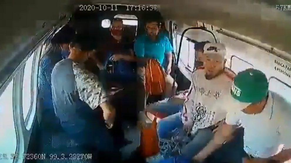 """Asalto a """"combi"""" en Ecatepec"""
