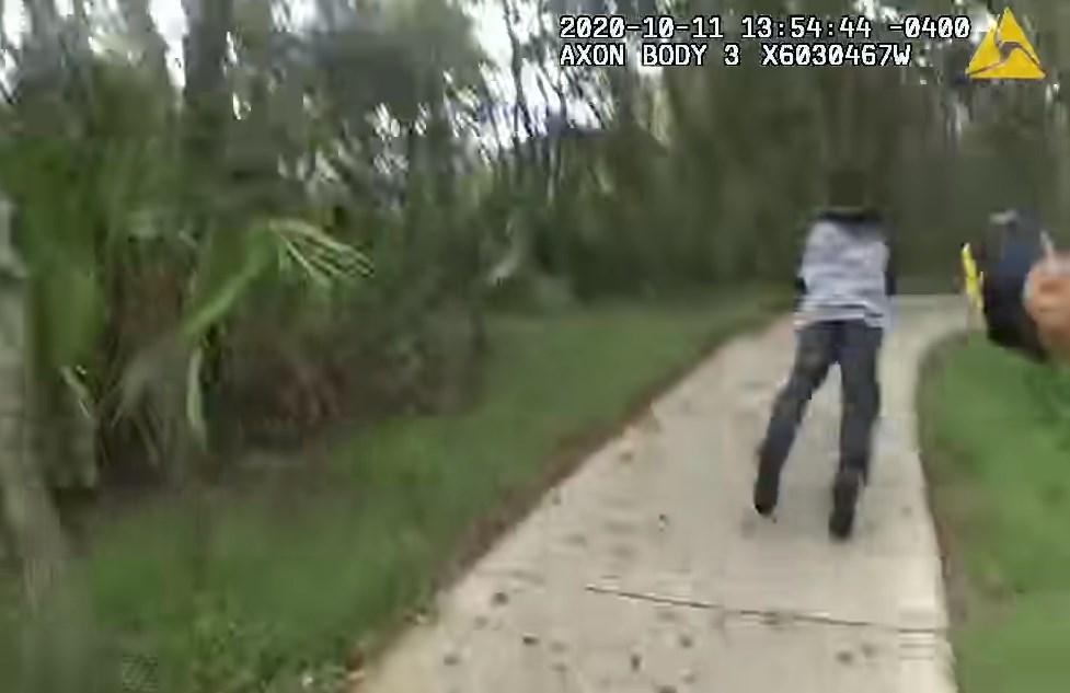Hombre apuñala en el cuello a un policía en Hillsbrough, Florida